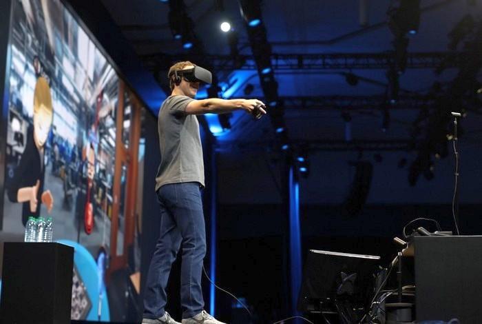 novyj-shlem-virtualnoj-realnosti-vr-ot-oculus-prezentoval-mark-cukerberg-video1