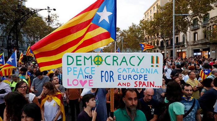 Официальные лица Каталонии отказались подчиняться Мадриду