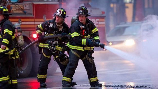 Огонь уничтожает Ньюарк: тысячи горожан остались без электроэнергии