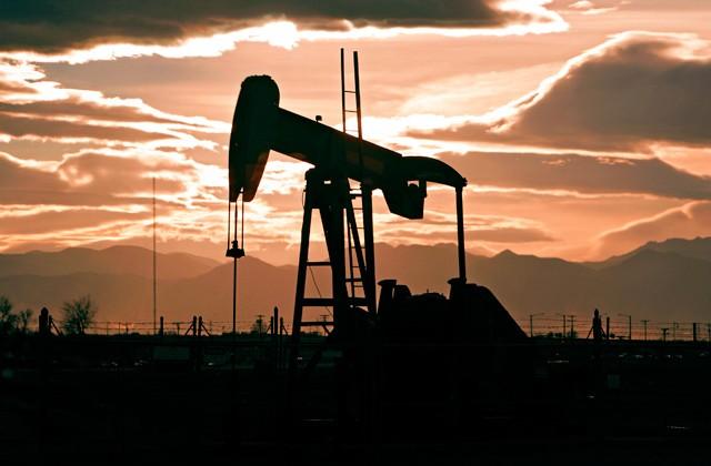 На фоне растущего доллара июль заканчивается рекордным падением цен на нефть