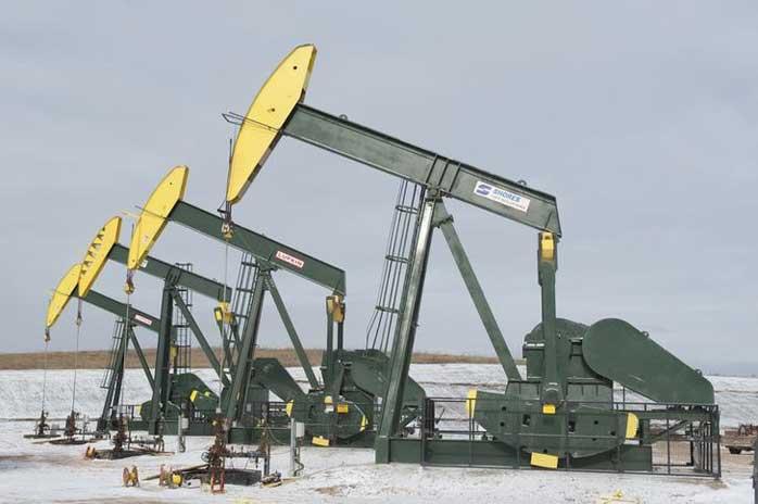 В пятницу 13-го нефть держится на минимумах: Brent - 57$, WTI - 47$