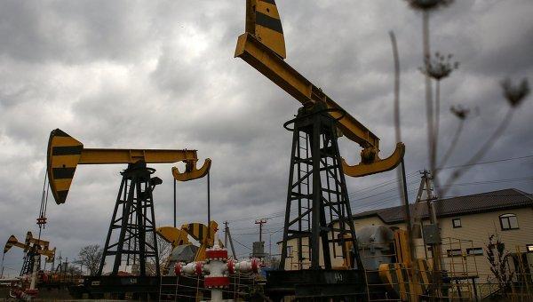 Август начинается рекордным обвалом цен на нефть - Brent упала ниже $51, WTI идет к $46