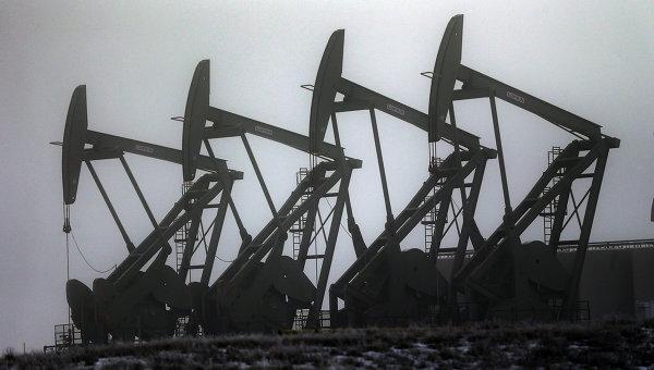 Цены на нефть продолжают падать на фоне увеличения добычи в США