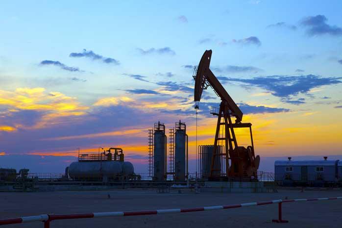 На фоне новостей из Ливии и Саудовской Аравии цены на нефть вяло идут вверх