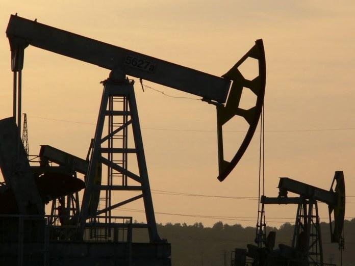 На фоне желания России договорится с ОПЕК цены на нефть Brent и WTI растут