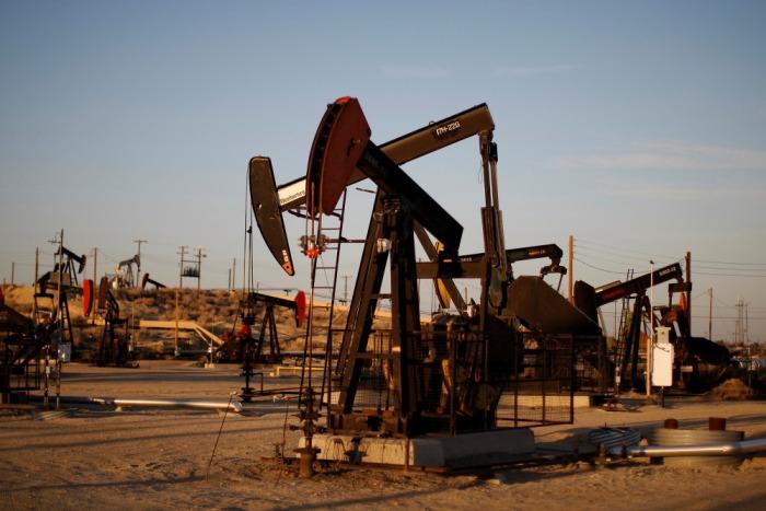 8 мая цены на нефть рухнули: Brent идет $65, WTI — $58