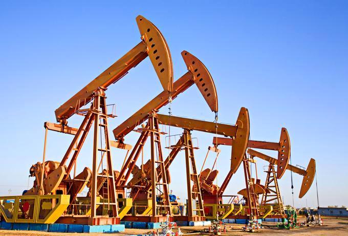 9 октября цены на нефть продолжают расти: Brent дошла до $54, WTI перевалила за $50