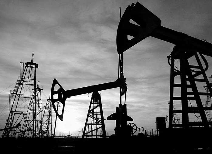 На фоне увеличения запасов нефть не хочет расти в цене