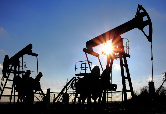 На фоне прогнозов Goldman Sachs и данных Baker Hughes нефть Brent перевалила за $49