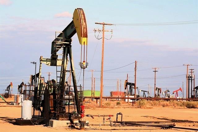 18 января начинается с падения нефти Brent ниже $28, которая снова дешевле WTI