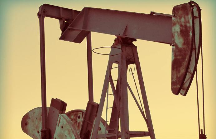 19 марта цены на нефть держатся на минимумах: в США и Китае хранилища переполнены
