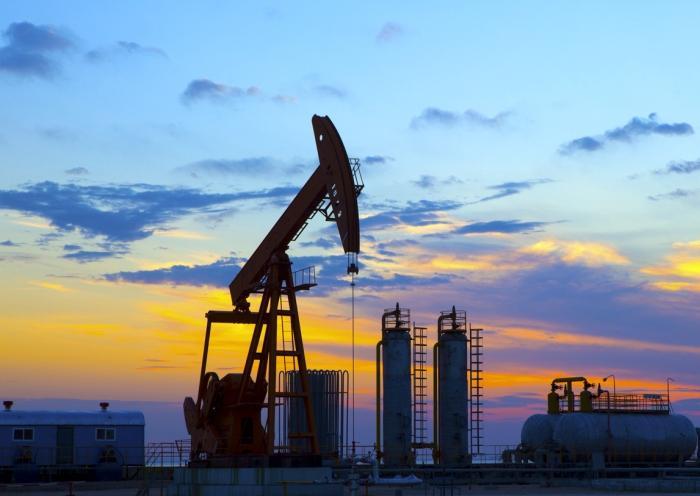 На фоне данных из США нефть Brent и WTI упала ниже $48