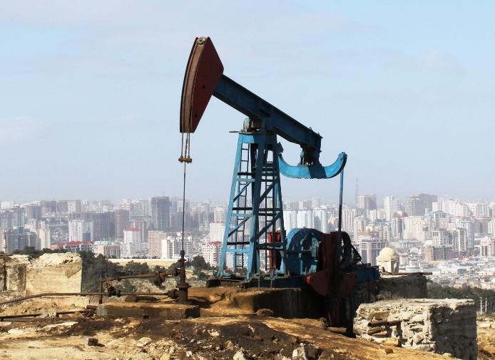 Несмотря на снижение запасов в США цены на нефть расти не спешат