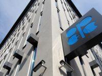 Страны ОПЕК решили оставить уровень добычи нефти неизменным