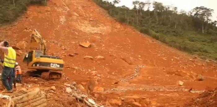 Оползни и наводнения в Сьерра-Леоне привели к гибели тысячи человек