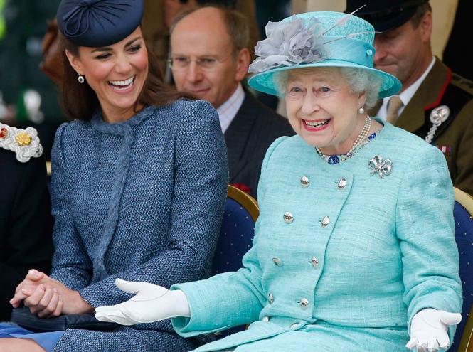 Опровержение: Елизавета II не будет передавать престол принцу Чарльзу
