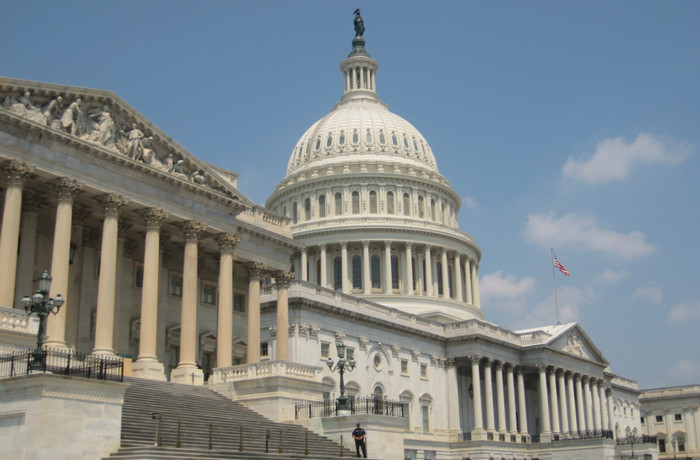 Палата представителей США утвердила $36,5 млрд на помощь после ураганов