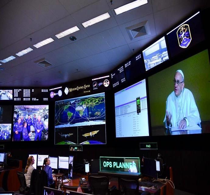 Папа Римский провел видеомост с космонавтами МКС