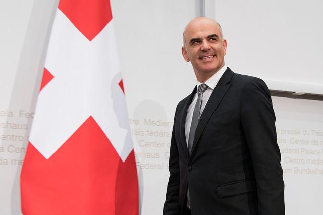 Парламент Швейцарии на 2018 год избрал президентом Алана Берсеа