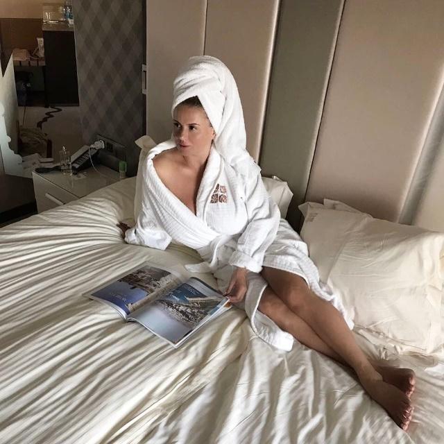 Певица Анна Семенович порадовала поклонников фото в бикини