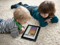 Планшеты и смартфоны негативно влияют на детский сон, – ученые