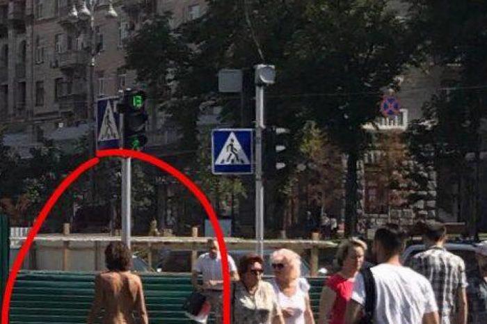 По Киеву прогулялась голая девушка (фото)