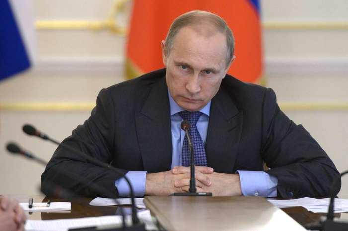 Почему Путин является заклятым врагом своей экономики, - Bloomberg