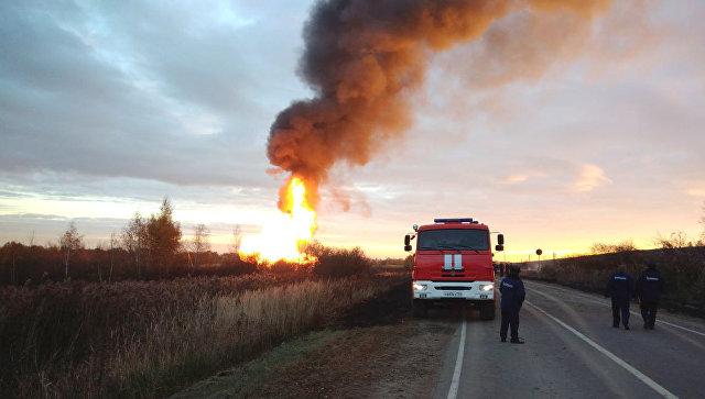Под Москвой взорвался газопровод: сотрудникам МЧС удалось погасить 25 метровый столб огня