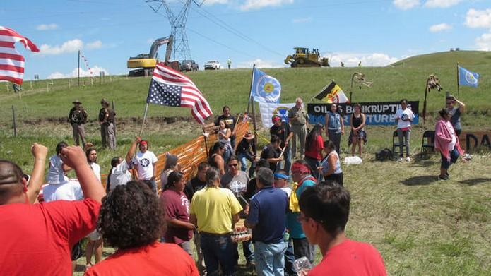 Полиция разогнала протестующих против строительства нефтепровода в Северной Дакоте