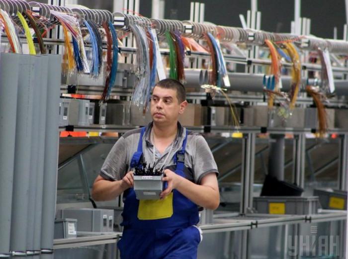 Польша планирует увеличить вербовку украинцев на работу