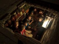 Дети в Донецкой области прячутся от обстрела, 2015 год
