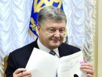 Порошенко назначил пожизненные стипендии медикам и подписал госбюджет-2018