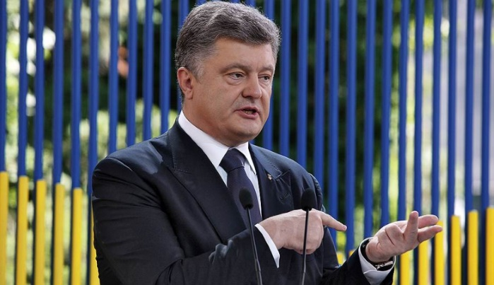 Порошенко осудил блокирование телеканала NewsOne в Киеве