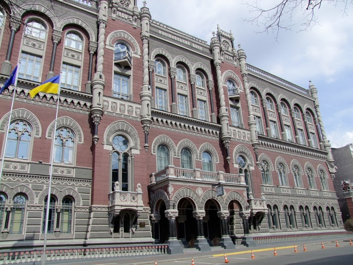 Порошенко предложит двух кандидатов на пост главы НБУ