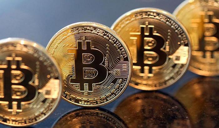 После кратковременного падения на 8,7% Bitcoin вырос до 6000 долларов