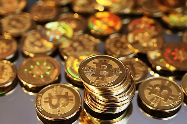 После стремительного роста криптовалюта Bitcoin рекордно обвалилась