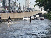 Последствия ливней: в Бангкоке наводнение (фото)