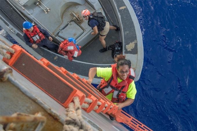 Потерянные в океане: две американки провели полгода в дрейфе