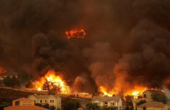 Пожарные не могут потушить пожар в Австралии: проходит эвакуация впредместьях Мельбурна