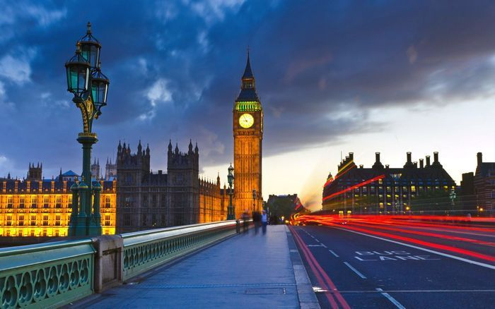Правительству Великобритании нужно раздать деньги населению, - эксперты