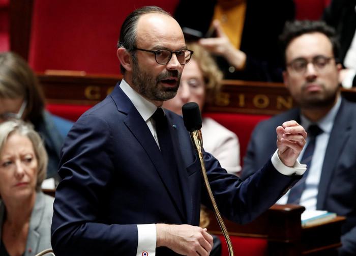 Премьер-министр Франции заказал частный авиарейс за 350 000 евро