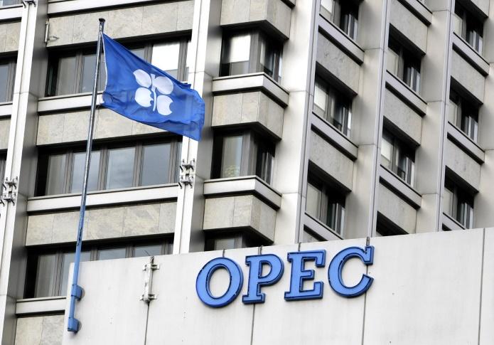 """Премьер-министр Ирака против планов по """"заморозке"""" добычи нефти"""