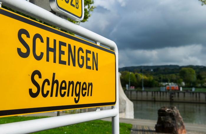 Президент Порошенко намерен подписать ассоциацию с Шенгенской зоной