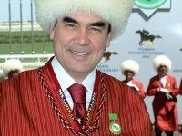 Президент Туркменистана проверял армию в стиле терминатора (видео)