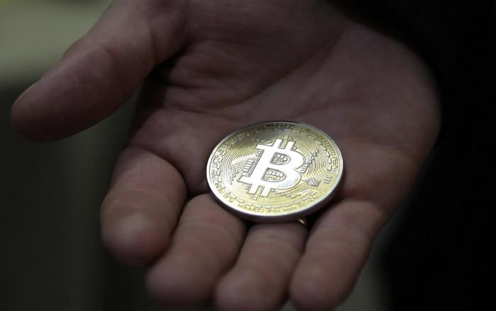 Продажа фьючерсов на Bitcoin стимулирует рост других криптовалют