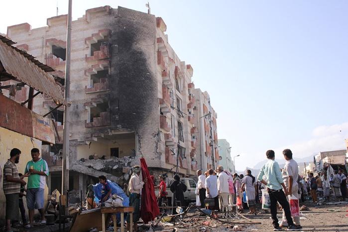 Прогремел мощнейший взрыв у здания Минфина Йемена
