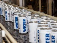 Производитель Budweiser отправил 150 тысяч банок воды пострадавшим в Техасе