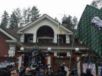 """Протест у дома Луценко: применялся слезоточивый газ, генпрокурор назвал активистов """"борцунами"""""""