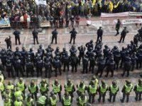 Протестующие недовольны решением нардепов о неприкосновенности и готовятся к штурму Рады