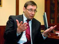 Против Юрия Луценко и Анатолия Матиоса открыли производство за посты в Facebook